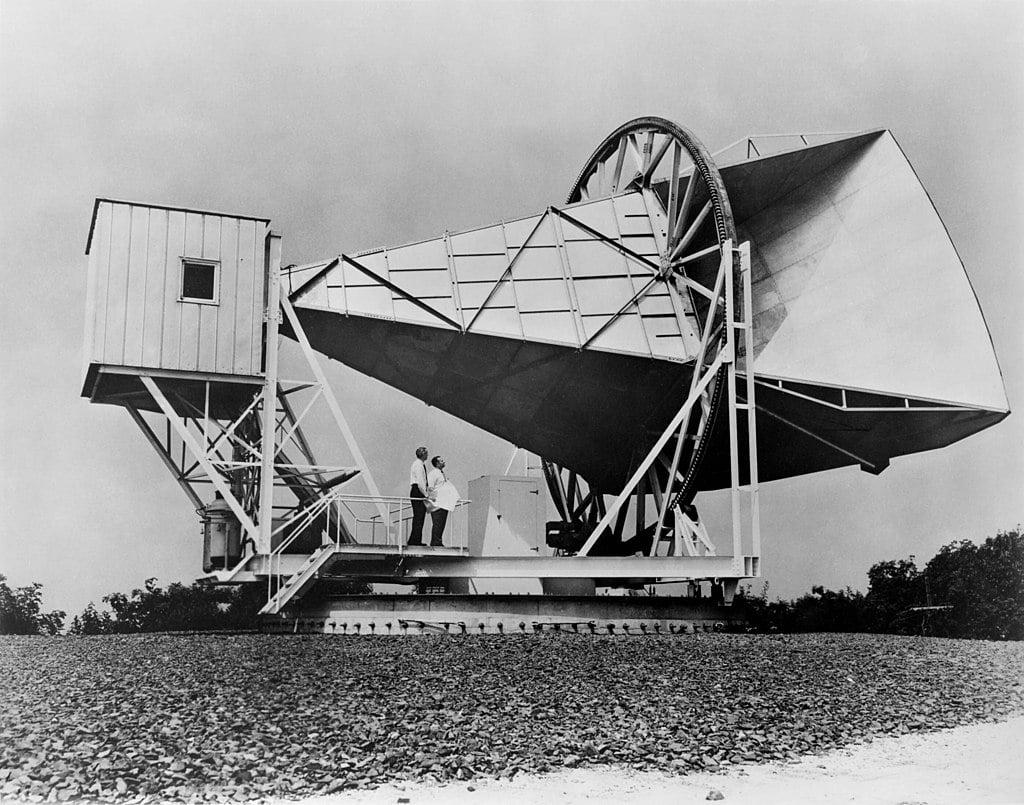1024px-Horn_Antenna-in_Holmdel,_New_Jersey_-_restoration1