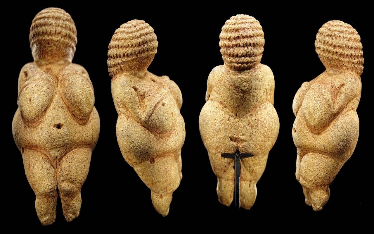 Venus_of_Willendorf_-_All_sides