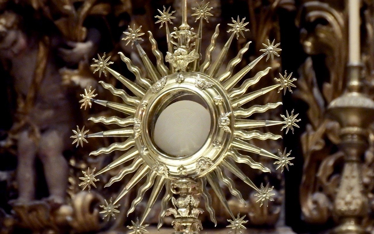 The Eucharistic Miracle Overseen by Archbishop Bergoglio (Now Pope Francis)